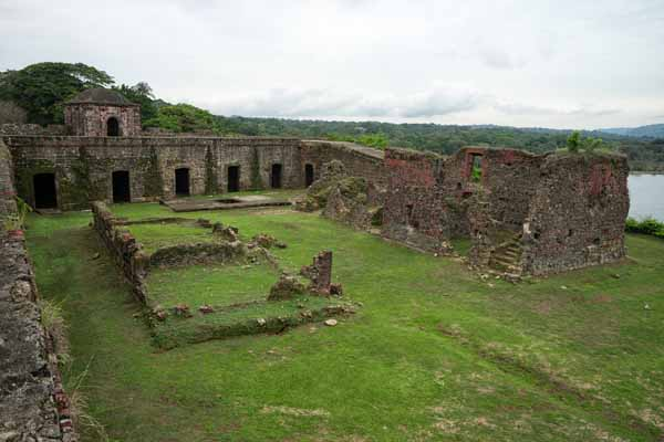 Panama- ruins of San Jeronimo church